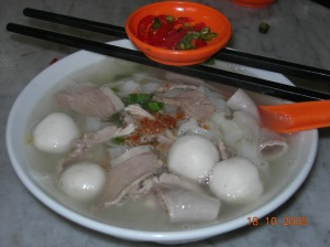 Slics of duck meat, fish balls and intestines...if we had time we would have ordered the duck wings and legs!